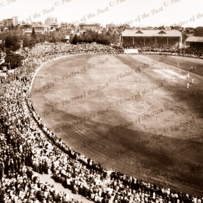 Adelaide Oval 4th day 4th Test vs England (Vert) 2 February, 1937. Cricket. South Australia.