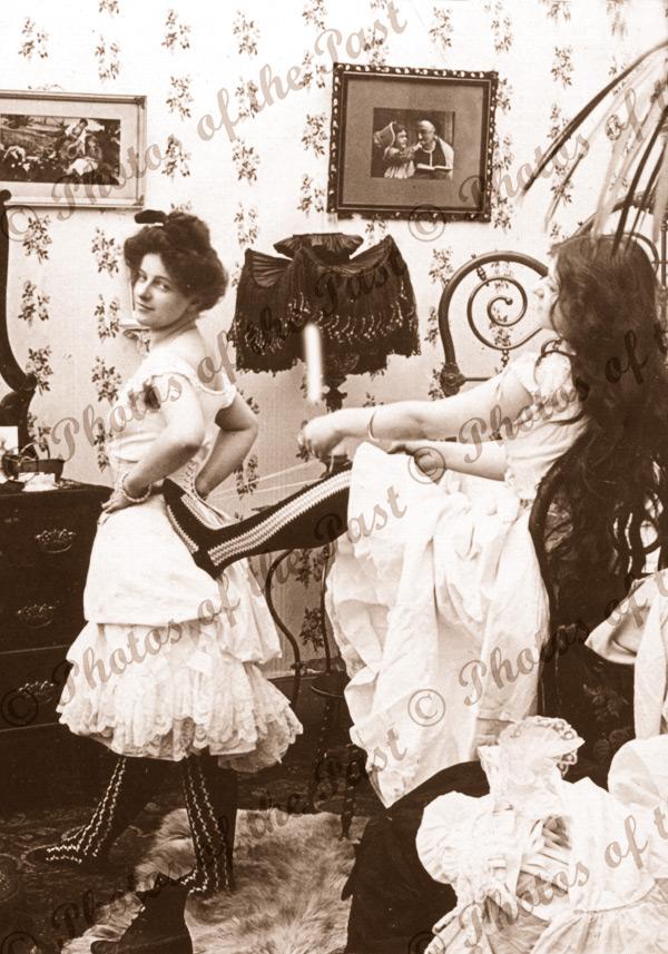 Taking in a Reef women underwear corset bedroom 1902
