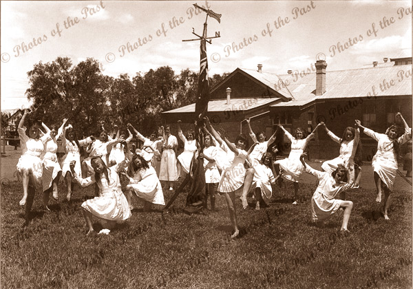 School children doing the Maypole Dance 1901