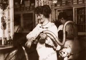 At the hairdresser 1919