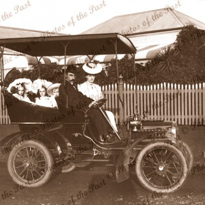 A family outing in a 1905 Oldsmobile car