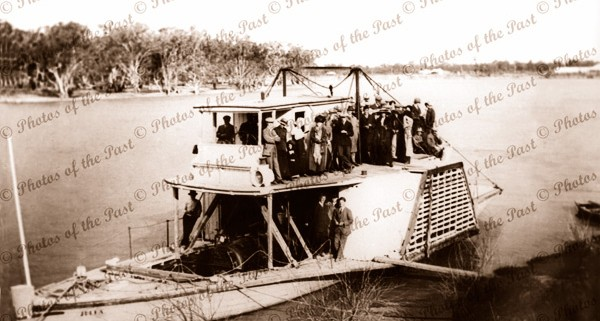 PS JULIA Built at Moama NSW in 1870, New South Wales, paddle steamer, c1900