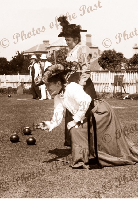 The ladies game (bowling) lawn bowls