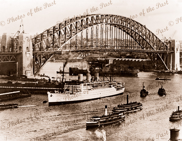 Sydney Harbour Bridge and shipping with RMS STRATHNAVER, NSW. c1935 New South Wales