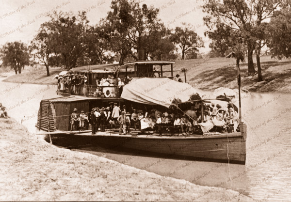 Unknown paddle steamer on Darling River with excursion party 1905. Riverboat. New South Wales