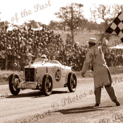 Les Murphy winning Australian Grand Prix, Victor Harbor, SA. 26 December 1936. South Australia. car racing
