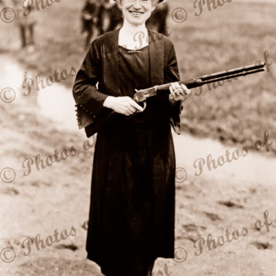 Annie Oakley, sharp shooter (1860-1926) 1922. Gun