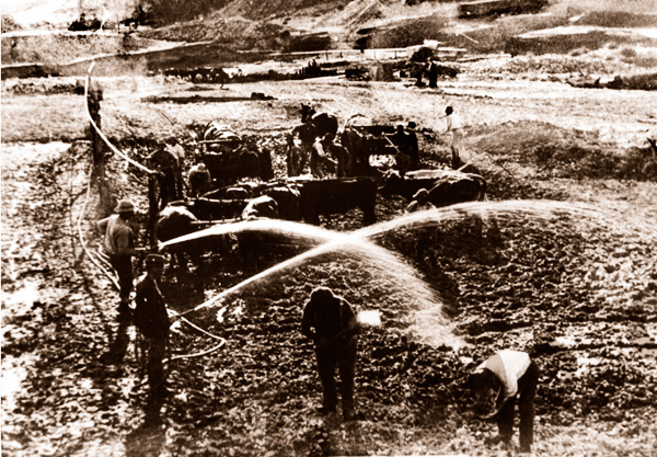 Construction of Hindmarsh Valley Reservoir, SA. South Australia. 1920s. Dam. Hoses