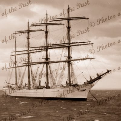 4M Barque BEATRICE at anchor. Built 1881. Shipping