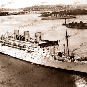 RMS STRATHAIRD, P&O at Sydney, NSW. 3 funnels (1932 - 1967). New South Wales. Steam ship