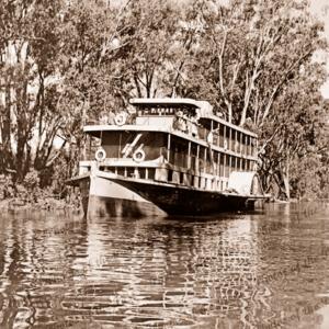 MV COONAWARRA. Paddleboat. River 1950s